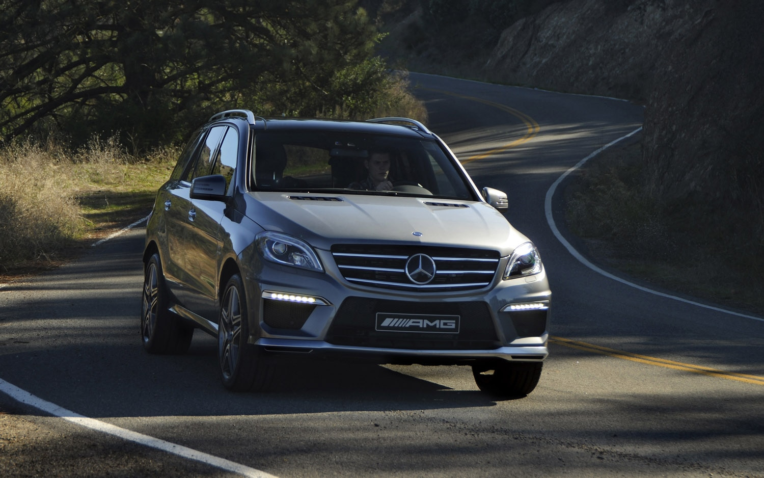 2013 Mercedes Benz ML63 AMG Front Three Quarter1